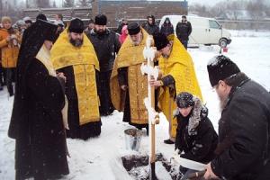 Архиепископ Антоний освятил закладной камень в основание храма святых Космы и Дамиана в селе Луковец