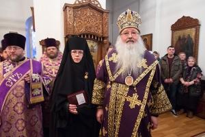 В канун Недели Крестопоклонной митрополит Тихон совершил всенощное бдение в Свято-Введенском женском монастыре Орла