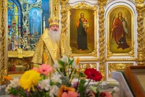 Владыка Тихон освятил антиминсы и совершил Литургию в Богоявленском соборе