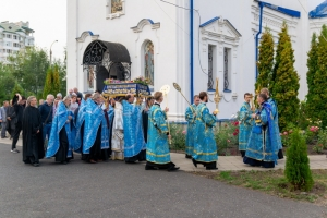 Владыка Тихон возглавил всенощное бдение с чином погребения Плащаницы Пресвятой Богородицы в Успенском монастыре