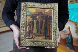 В орловский храм пожертвована старинная икона Воздвижения Креста Господня