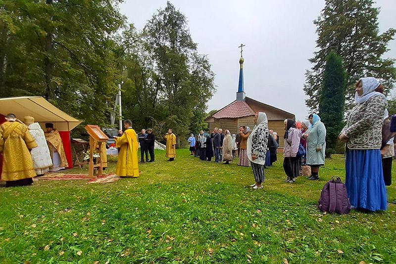 В день памяти священноисповедника Георгия Коссова на месте его служения совершена Литургия под открытым небом