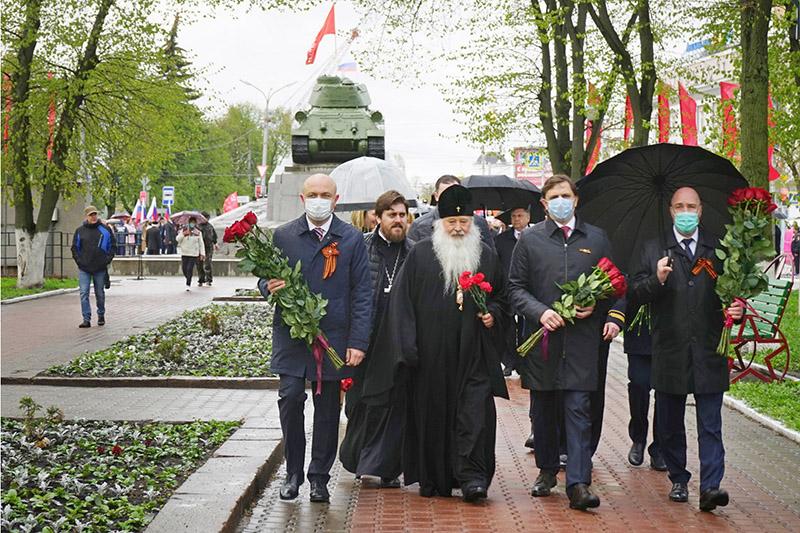 В 76-ю годовщину Великой Победы митрополит Тихон почтил память погибших в годы Великой Отечественной войны
