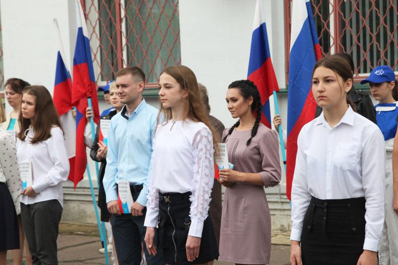 Владыка Тихон вручил юным орловцам российские паспорта